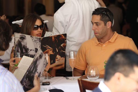 Según la demanda, Nick quiere impedir que Sofía los destruya, ya que ell...