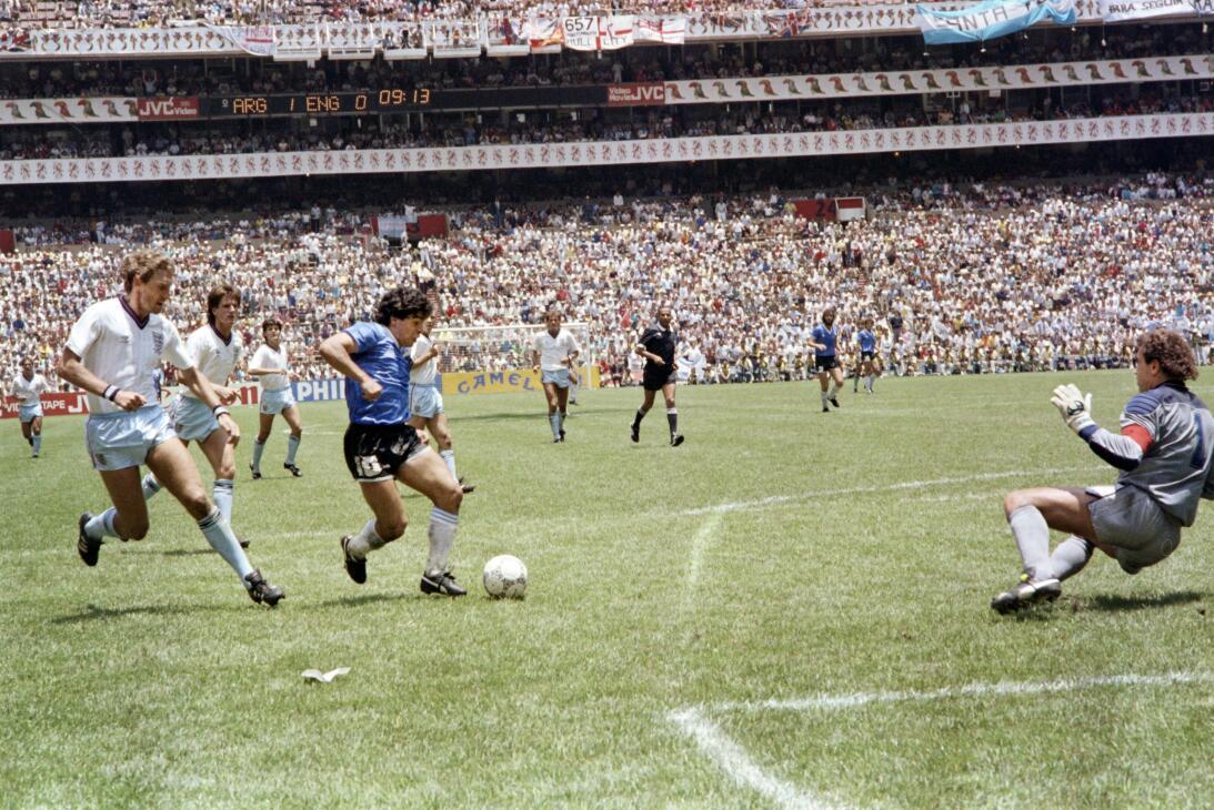 Los 56 años de Diego Maradona, entre la gloria y la controversia Gol 198...