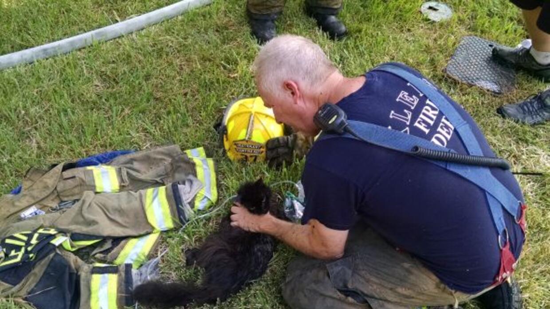 Tras un incendio en Klein, al noroeste de Houston.