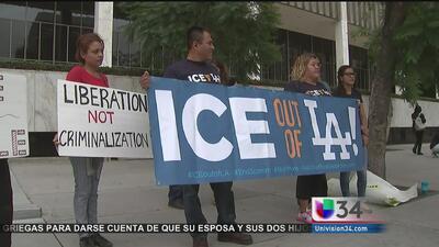 Protesta contra arrestos migratorios en LA