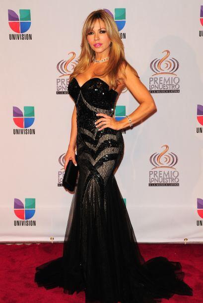 Claudia Molina dejó el color a un lado y caminó por la alfombra roja de...