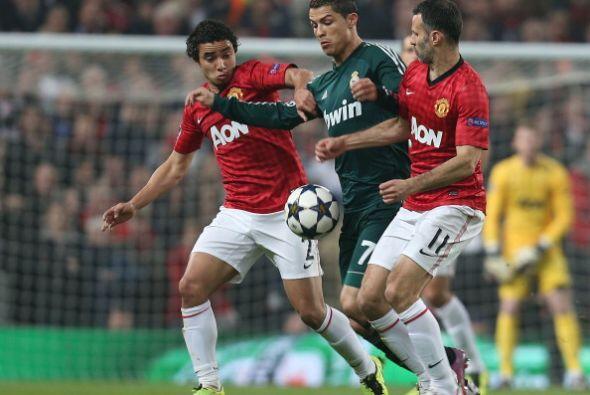 El portugués estuvo bien marcado, pero supo imponer su calidad y velocidad.