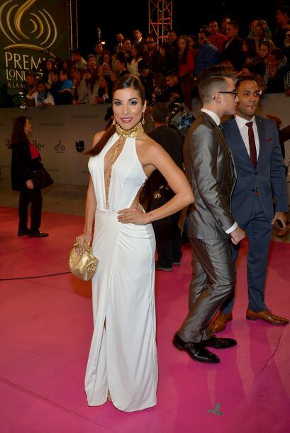 Natalia Saenz le dio un 'plus' a su 'look' con esa espectacular garganti...