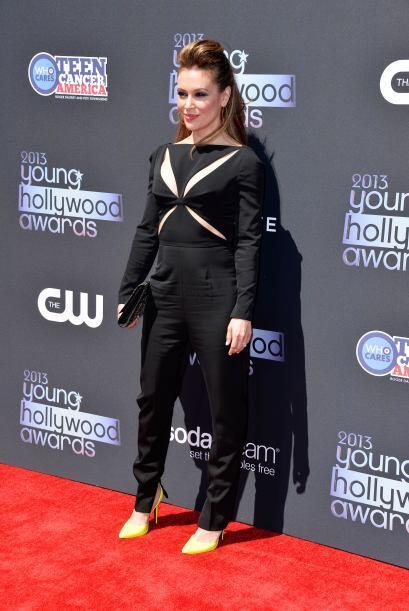 Alyssa Milano optó por un 'jumpsuit' negro muy sencillo, pero con un det...