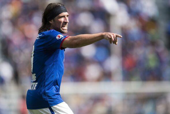 La delantera tiene a un hombre de experiencia como Mariano Pavone, el ju...