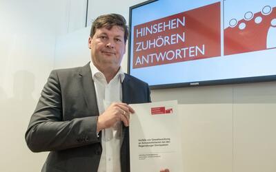 El abogado Ulrich Weber presenta el informe sobre los abusos físi...