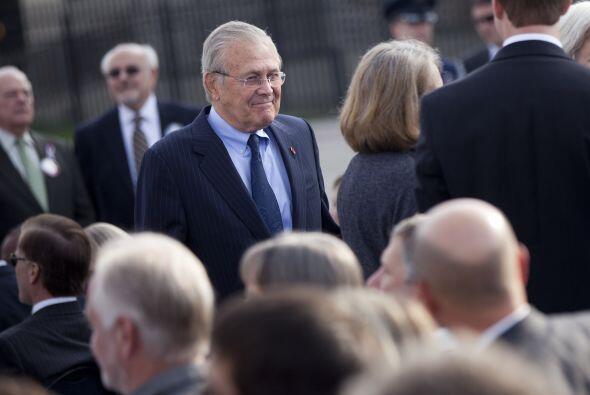 El ex Secretario de Defensa Donald Rumsfeld estuvo presente en la ceremo...
