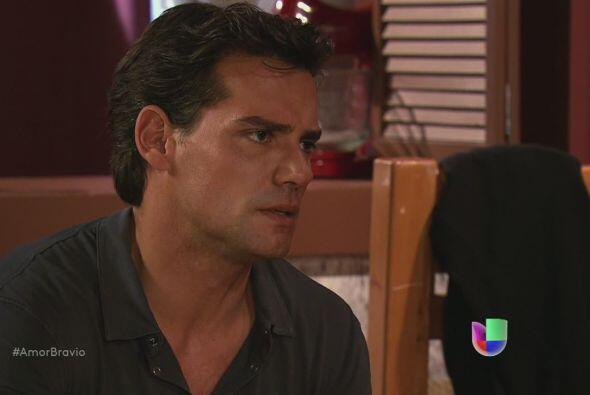 Daniel le cuenta una historia a Miriam, una de venganza, dolor, rencor.