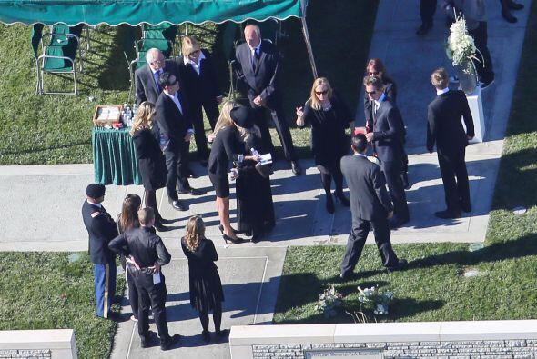 Los asistentes al funeral. Mira aquí los videos más chismosos.