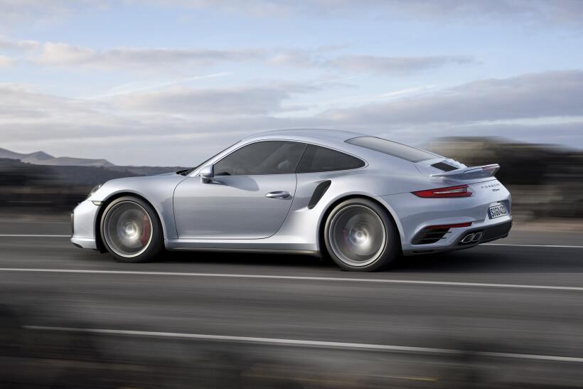 Los Porsche 911 Turbo y Turbo S esperan por Detroit P15_1242_a5_rgb.jpg