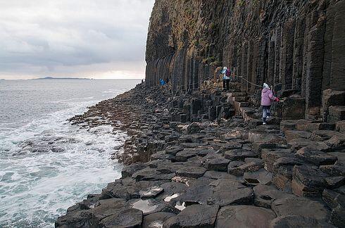 La cueva de Fingal en la isla de Staffa en Escocia