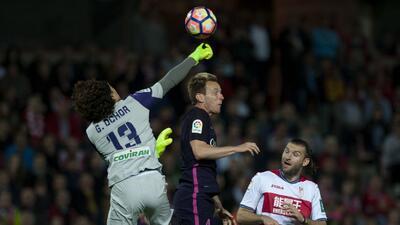 'Memo' Ochoa no pudo evitar la goleada del Granada ante el Barcelona