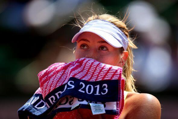 En contraste con el clima cálido, Sharapova comenzó fría y no ganó su pr...