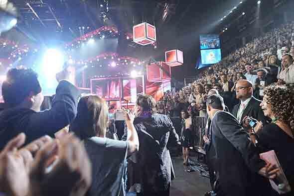 La noche de la 10a Entrega de Latin GRAMMY esperaba eufórica la presenci...