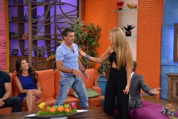 Ximena tampoco quería quedarse atrás y le pidió a estos guapos actores q...