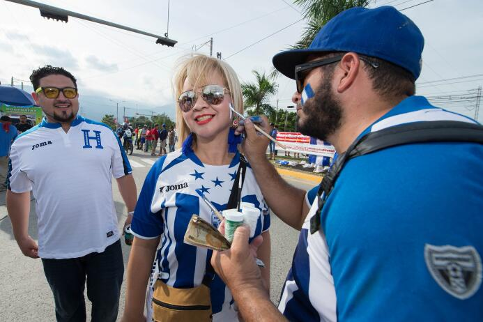 La afición hondureña hizo su parte llenando el Olímpico Metropolitano co...