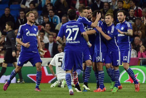 Antes de finalizar el primer tiempo Madrid igualaría los cartones, pero...