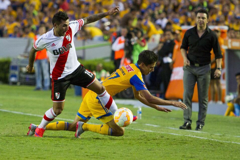 Suspenden a Mauricio Pinilla por insultar y golpear a árbitro 20150729_1...