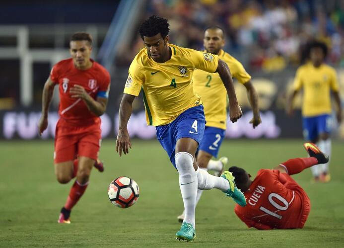 El ranking de los jugadores de Brasil vs Perú Gil.jpg