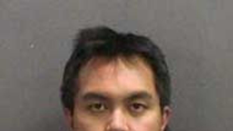 Seis meses de cárcel por eyacular en botellas de agua de compañera en Ca...
