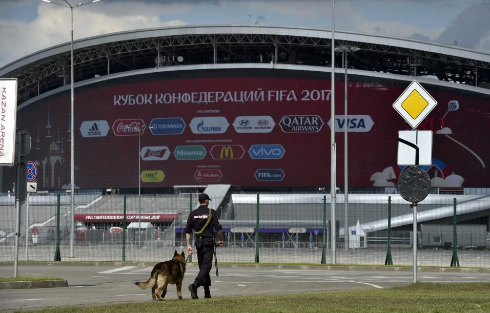 Futbolista ruso difunde un vídeo en el que se suena los mocos con un bil...