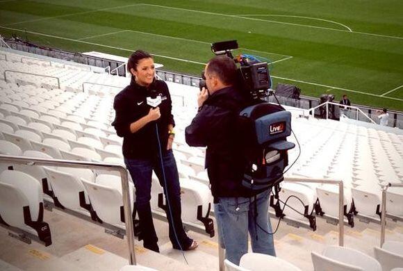 Maity Interiano lista para transimitir en vivo desde la Arena de Sao Paulo.