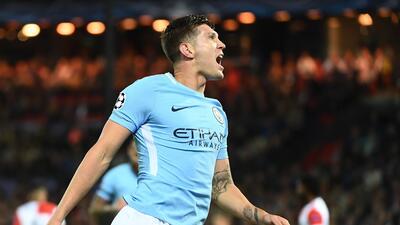 Manchester City embistió 4-0 al Feyenoord en Holanda