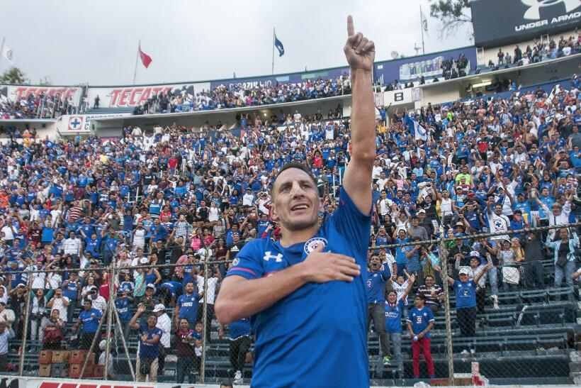 Un Mauro Boselli centenario le da la victoria al León christian-gimenez-...