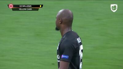 Tarjeta amarilla. El árbitro amonesta a Jetro Willems de Eintracht Frankfurt