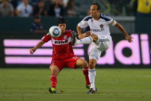 Con goles de Landon Donovan y David Beckham, el Galaxy venció 2-1 al Chi...