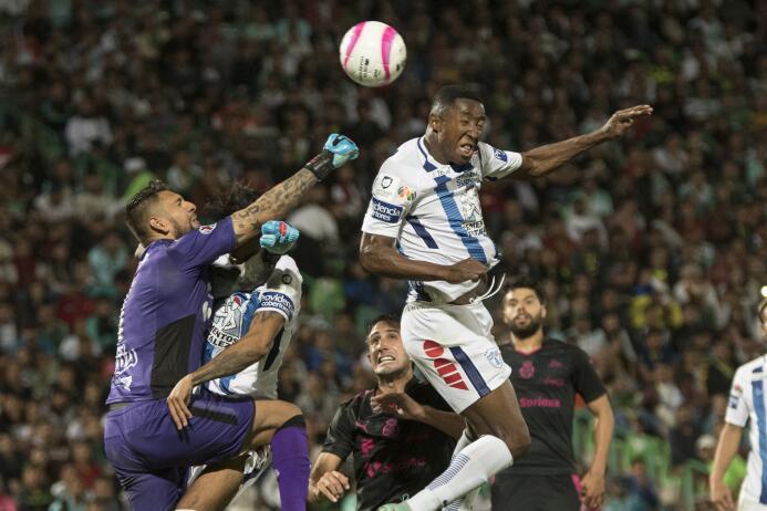 Emocionante empate entre Santos y Pachuca 20171029-8732.jpg