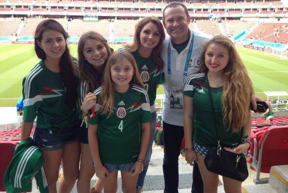 La esposa del Presidente de México estuvo en el partido de México y Alan...