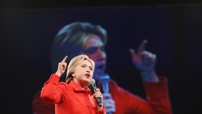 Opinión: La incoherencia de la candidata Clinton GettyImages-Clinton-Scr...
