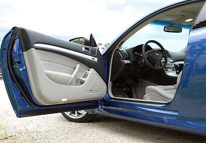 Por dentro el Infiniti G37 combina lujo con tecnología de punta.