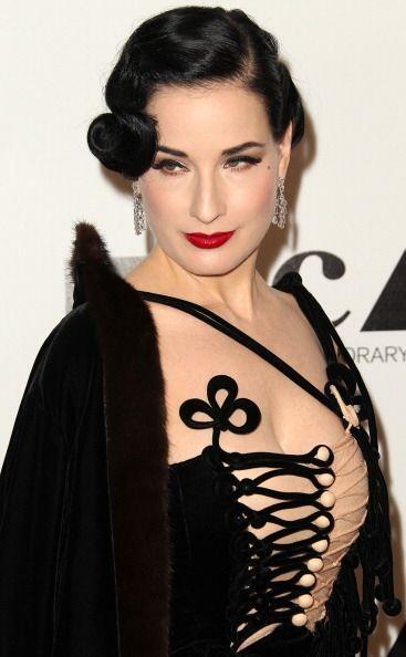 Otro peinado 'vintage' que han lucido las famosas como Dita Von Teese, e...