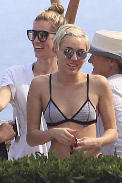 Miley antes tenía unas buenas curvas, pero ahora es extremadamente delgada.