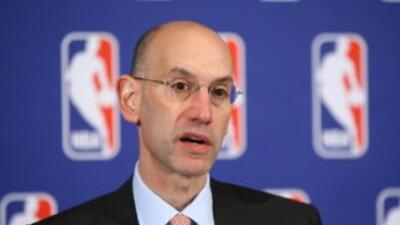 Las negociaciones para terminar el paro laboral de la NBA son cada vez m...