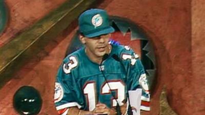 ¿Cristian Castro en el Super Bowl? Mira cómo fue el cantante a recoger un premio (que no es de deporte)