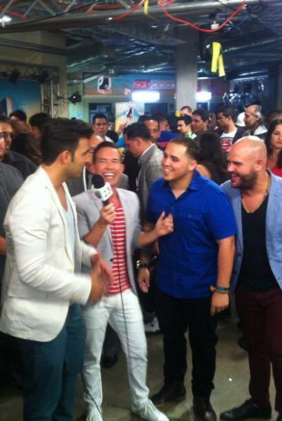 Jencarlos se ríe con Roger Borges, DJ Chino y Papayo. Hubo confusión por...