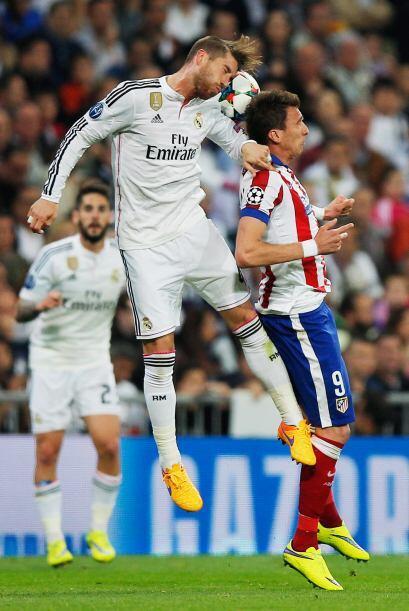 Sergio Ramos se ubicó como mediocampista de contención pero no por ello...
