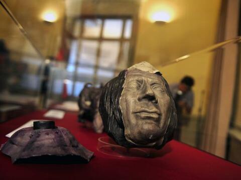 Un lote de 98 piezas culturales peruanas, que habían sido ilegalm...