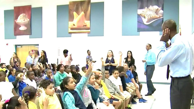 Unos 270,000 estudiantes del Condado de Broward regresan a clases el día...