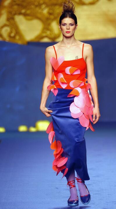 En marzo de 2002, modeló para la diseñadora Agatha Ruiz de la Prada.