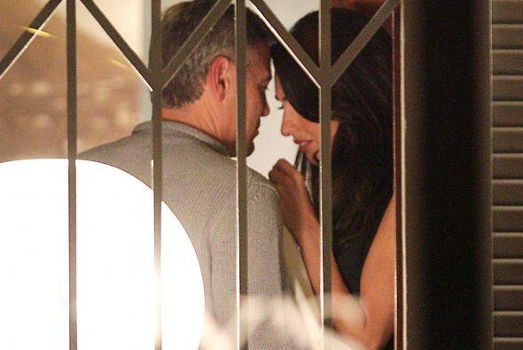 La pareja compartió momentos muy íntimos y no les importó ser captados p...