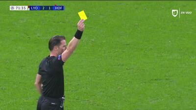 Tarjeta amarilla. El árbitro amonesta a Andrej Kramaric de TSG 1899 Hoffenheim