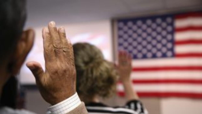 Casi 9 millones de residentes legales permanentes (la mayoría de ellos l...