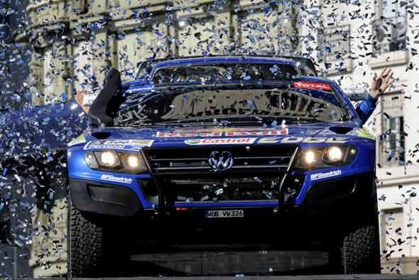 Sainz ganó la versión del 2010 y el sábado salió desde Buenos Aires para...