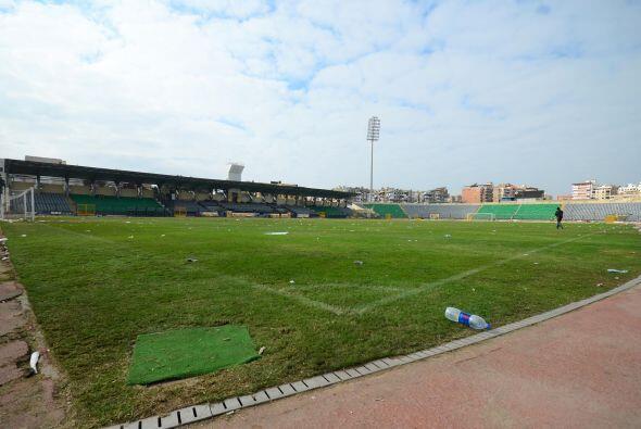 Así quedó el estadio, destruido por los incidentes.
