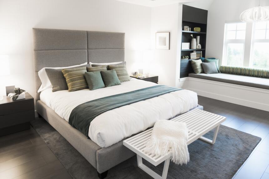 La cama es la gran protagonista de la habitación, sin embargo, un buen c...