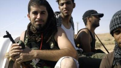 Los rebeldes libios controlan gran parte del país pero se enfrentan a fu...